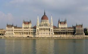 Parlamento desde el Danubio, Destino, Budapest