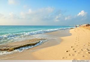 playa desierta en cancun en México